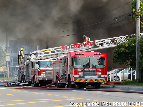 Major fire at B Jutra auto part on Blvd Cure-Labelle in Blainville, Qc