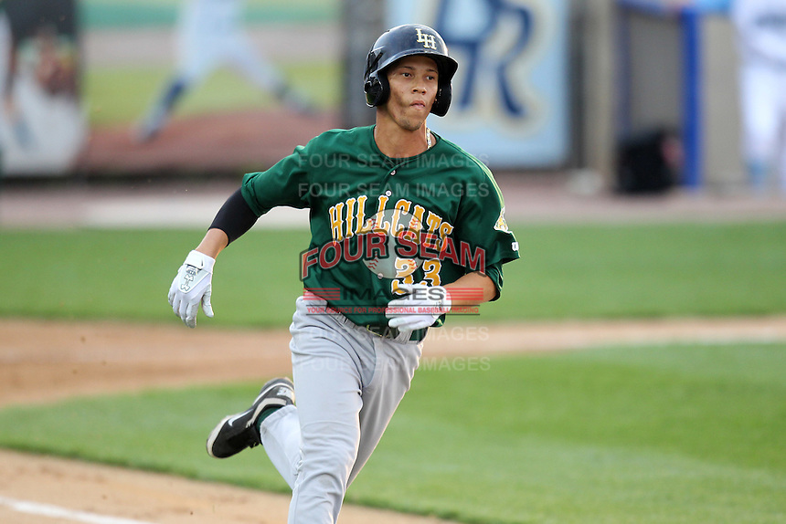 Lynchburg Hillcats shortstop Andrelton Simmons #33 during a game against the Wilmington Blue Rocks at Frawley Stadium on May 3, 2011 in Wilmington, Delaware.  Lynchburg defeated Wilmington by the score of 11-1.  Photo By Mike Janes/Four Seam Images