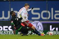 FUSSBALL   1. BUNDESLIGA   SAISON 2012/2013    19. SPIELTAG Hamburger SV - SV Werder Bremen                          27.01.2013 Assani Lukimya (li, SV Werder Bremen) gegen Artjoms Rudnevs (re, Hamburger SV)