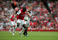 Pictured: Joe Allen of Swansea (R) is kept at bay by Emmanuel Frimpong of Arsenal (L). Saturday 10 September 2011<br />