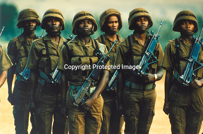 PSMILIT27010.Military. Defence Force. Former MK soldiers doing basicc training in the Vaalmanstal, outside Pretoria. 1996. MK soldiers fought in the anti - apartheid regime against white superiority. .©Per-Anders Pettersson / iAfrika Photos