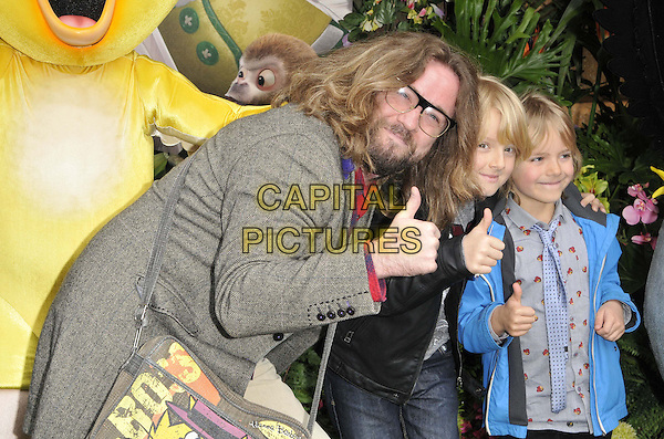 LONDON, ENGLAND - MARCH 30: Justin Lee Collins &amp; his children attend the &quot;Rio 2&quot; VIP film screening, Vue West End cinema, Leicester Square, on Sunday March 30, 2014 in London, England, UK.<br /> CAP/CAN<br /> &copy;Can Nguyen/Capital Pictures