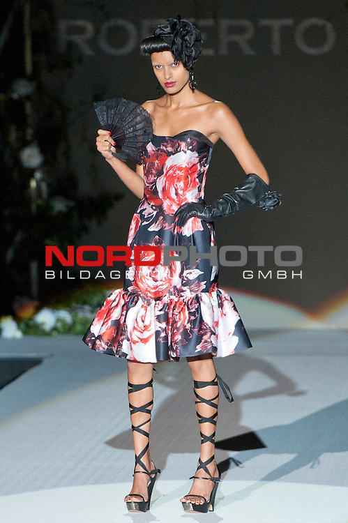 Cibeles catwalk with fashion show of Roberto Verino on Agost 31th 2012...Photo: Foto © nph / Ricky) *** Local Caption ***