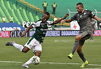 PALMIRA - COLOMBIA, 03-08-2019: Andres Balanta del Cali disputa el balón con Jeider Riquett de Equidad durante partido entre Deportivo Cali y La Equidad por la fecha 4 de la Liga Águila II 2019 jugado en el estadio Deportivo Cali de la ciudad de Palmira. / Andres Balanta of Cali vies for the ball with Jeider Riquett of Equidad during match between Deportivo Cali and La Equidad for the date 4 as part Aguila League II 2019 played at Deportivo Cali stadium in Palmira city. Photo: VizzorImage / Gabriel Aponte / Staff