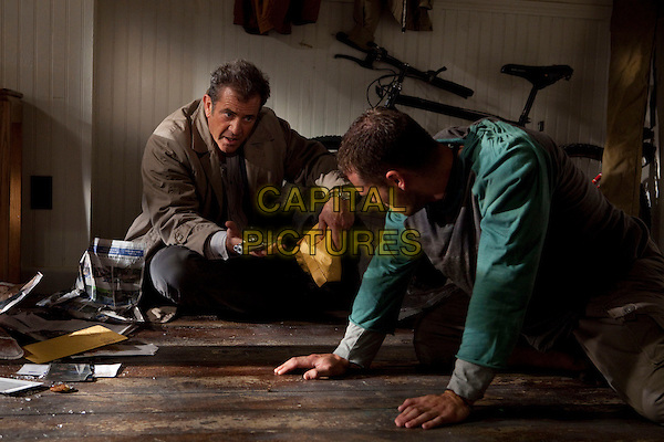 MEL GIBSON & SHAWN ROBERTS.in Edge of Darkness .*Filmstill - Editorial Use Only*.CAP/FB.Supplied by Capital Pictures.
