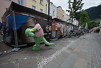 Giro behind the scenes: dino's need a break too sometimes<br /> <br /> stage 16: Bressanone/Brixen - Andalo 132km<br /> 99th Giro d'Italia 2016