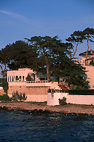France/06 Alpes Maritimes/ Antibes : Villa en bord de mer [Non destiné à un usage publicitaire - Not intended for an advertising use]