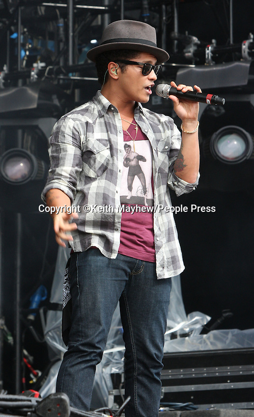 Chelmsford, Essex - Day One of the  V Festival at Hylands Park, Chelmsford, Essex - August 20th 2011..Photo by Keith Mayhew