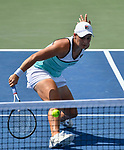 Ashleigh Barty (AUS) defeated Anett Kontaveit (EST) 4-6, 7-5, 7-5,