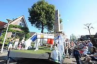 """CULTUUR: SINT NYK: 05-09-2013, Allegorische Optocht, """"GEWOON KUNST"""" ( RK Basisschool It Klimmerbled), ©foto Martin de Jong"""