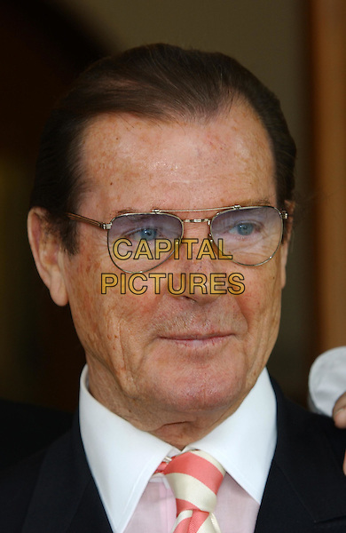 ROGER MOORE.Photocall for The Night Of 1000 Voices at Royal Albert Hall in aid of the Variety Club Children's Charity..www.capitalpictures.com.sales@capitalpictures.com.©Capital Pictures