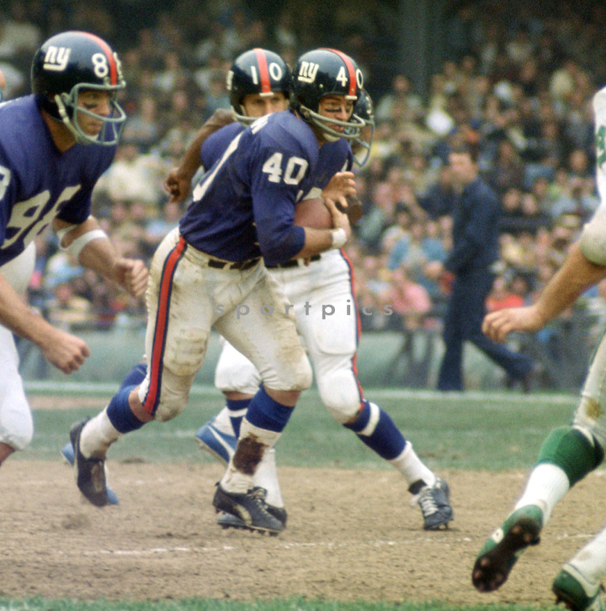 New York Giants Joe Morrison (40) during a game agains the Philadelphia Eagles on October 11, 1970 at Yankee Stadium in the Bronx, New York. The Philadelphia Eagles beat the Minnesota Vikings 30-23.  Joe Morrison played for 14 season all with the New York Giants.(SportPics)