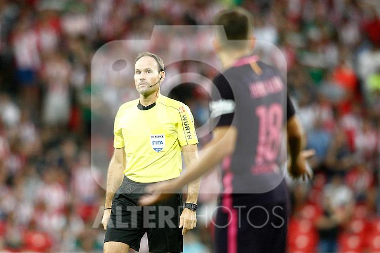 Spanish referee Mateu Lahoz have words with FC Barcelona's Jordi Alba during La Liga match. August 28,2016. (ALTERPHOTOS/Acero)