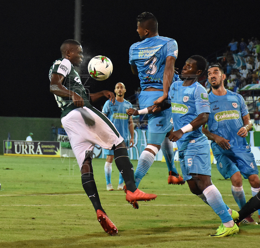 MONTERÍA - COLOMBIA ,30-01-2019: Leonardo Escorcia  (Der.) jugador de Jaguares de Córdoba disputa el balón con Richard Renteria (Izq.) jugador del Deportivo Cali durante partido por la fecha 2 de la Liga Águila I 2019 jugado en el estadio Municipal Jaraguay de Montería . / Leonardo Escorcia (R) player of Jaguares of Cordoba fights for the ball with Richard Renteria (L) player of Deportivo Cali  during the match for the date 2 of the Liga Aguila I 2019 played at Municipal Jaraguay Satdium in Monteria City . Photo: VizzorImage / Andrés Felipe López  / Contribuidor.