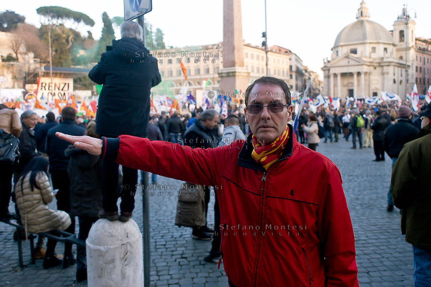 Roma 28 Febbraio 2015<br /> &quot;Renzi a casa!' - Manifestazione della Lega Nord in piazza del Popolo contro il Governo Renzi, e  contro l'Euro. Il popolo della Lega Nord, manifestante fa il saluto fascista<br /> Rome February 28, 2015<br /> &quot;Renzi at home! '- Demonstration of the Northern League in Piazza del Popolo against the government Renzi, and against the Euro. The people of the Northern League, protester makes the fascist salute
