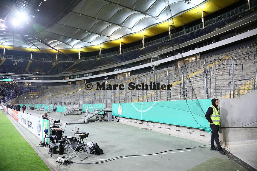 Leere Ultrakurve in der Commerzbank Arena - 25.10.2016: Eintracht Frankfurt vs. FC Ingolstadt 04, 2. Hauptrunde DFB-Pokal, Commerzbank Arena