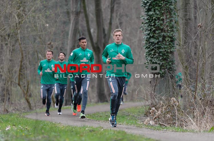 07.04.2015, B&uuml;rgerpark, Bremen, GER, 1.FBL, Training Werder Bremen, im Bild Felix Kroos (Bremen #18), Davie Selke (Bremen #27)<br /> <br /> Foto &copy; nordphoto / Frisch