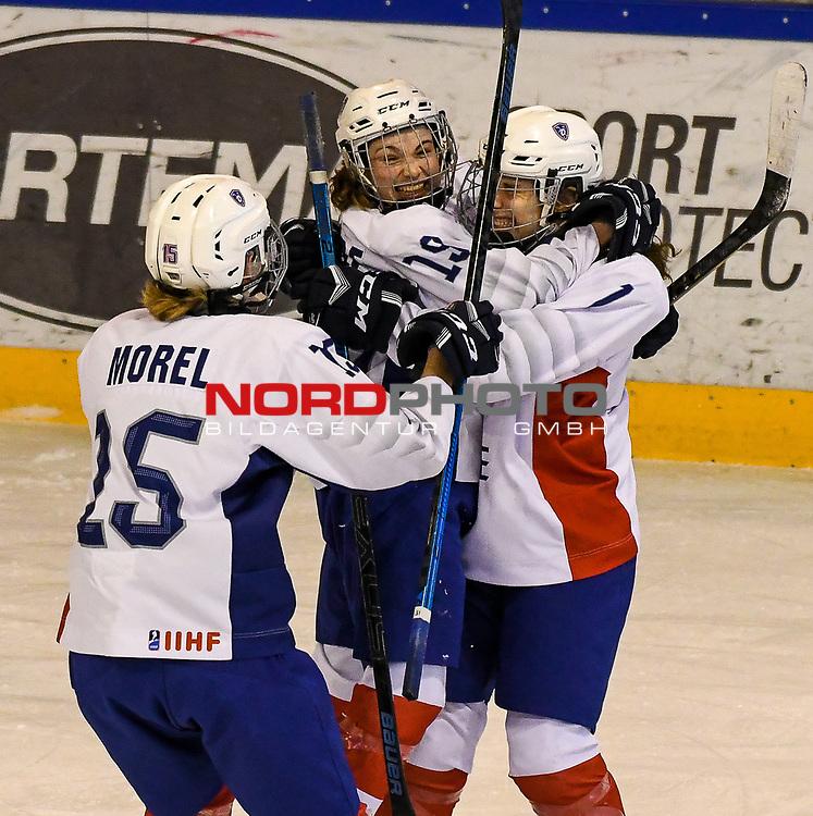09.01.2020, BLZ Arena, Füssen / Fuessen, GER, IIHF Ice Hockey U18 Women's World Championship DIV I Group A, <br /> Daenemark (DEN) vs Frankreich (FRA), <br /> im Bild Torjubel nach 0:2 Siegtreffer, Emma Morel (FRA, #15), Julia Mesplede (FRA, #19), Lucie Quarto (FRA, #7)<br /> <br /> Foto © nordphoto / Hafner