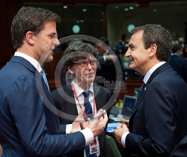 Brussels-Belgium - December 09, 2011 -- European Council, EU-summit during Polish EU-Presidency; here, José Luis Rodríguez ZAPATERO (ri)(Jose, Rodriguez), outgoing Prime Minister of Spain, with Mark RUTTE (le), Prime Minister of The Netherlands, and interpreter Carlos AMELLER (ce) -- Photo: Horst Wagner / eup-images