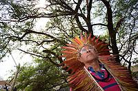 BRASILIA, DF, 06.12.2018 - INDIOS-CCBB- Lideranças indígenas chegam ao CCBB (Centro Cultural Banco do Brasil), onde ocorre a transição do Governo, nesta quinta-feira, 06.(Foto:Ed Ferreira / Brazil Photo Press)