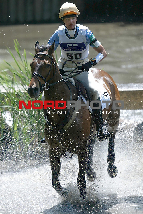 FEI Eventing World Cup Luhmuehlen 2004<br /> <br /> CIC Weltcup-Qualifikation Gelaendepruefung<br /> <br /> Stefanie Thompson auf Smart Fellow GER am Lotto-Totto-Teich<br /> <br /> Foto: nordphoto / Anja Heinemann<br /> <br />  *** Local Caption *** Foto ist honorarpflichtig! zzgl. gesetzl. MwSt.<br />  Belegexemplar erforderlich<br /> Adresse: nordphoto<br /> Georg-Reinke-Strasse 1<br /> 49377 Vechta