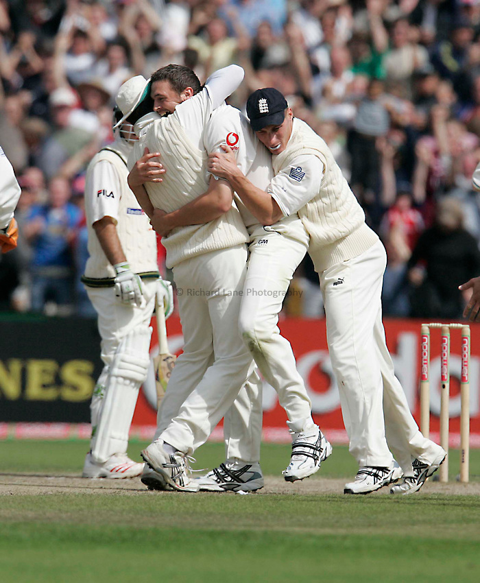 Photo: Peter Phillips..England v Australia. nPower Test Match Series, The Ashes 3rd Test. 15/08/2005..Vaughan and Simon Jones make a sandwich of Harmison after he had Mertyn out LBW