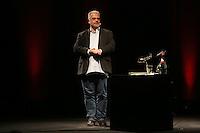 """Autor Michael Kibler begruesst die zahlreichen Zuhörer bei der Premiere seines neuen Buches """"Totensee"""" - Premierenlesung """"Totensee"""" mit Michael Kibler, Centralstation Darmstadt"""