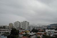 RIO DE JANEIRO, RJ, 27.07.2014 - CLIMA TEMPO RIO DE JANEIRO - Vista do bairro de Jacarepagua na cidade do Rio de Janeiro na manha deste domingo, 27. (Foto: Marcus Victorio - Brazil Photo Press).