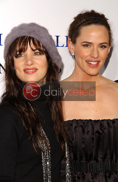 """Juliette Lewis and Jennifer Garner<br />at the world premiere of """"Catch and Release"""". The Egyptian Theatre, Hollywood, CA. 01-22-07<br />Dave Edwards/DailyCeleb.com 818-249-4998"""