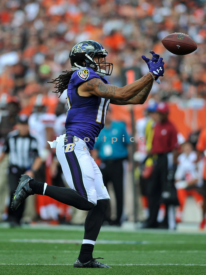 CLEVELAND, OH - JULY 18, 2016: Wide receiver Chris Moore #10 of the Baltimore Ravens fields a punt in the second quarter of a game against the Cleveland Browns on July 18, 2016 at FirstEnergy Stadium in Cleveland, Ohio. Baltimore won 25-20. (Photo by: 2017 Nick Cammett/Diamond Images)  *** Local Caption *** Chris Moore(SPORTPICS)