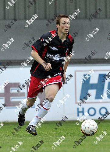 2010-08-25 / Voetbal / seizoen 2010-2011 / Hoogstraten VV / Roy Van der Linden..Foto: Mpics