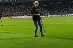 10.08.2019, wohninvest Weserstadion, Bremen, GER, DFB-Pokal, 1. Runde, SV Atlas Delmenhorst vs SV Werder Bremen<br /> <br /> DFB REGULATIONS PROHIBIT ANY USE OF PHOTOGRAPHS AS IMAGE SEQUENCES AND/OR QUASI-VIDEO.<br /> <br /> im Bild / picture shows<br /> <br /> MItarbeiter in der Halbzeitpause beim reparieren des RAsens <br /> <br /> Foto © nordphoto / Kokenge