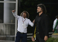 BOGOTÁ -COLOMBIA, 27-05-2015. Alberto Gamero técnico del Deportes Tolima gesticula durante partido de ida de semifinal con Independiente Medellín de la Liga Águila I 2015 jugado en el estadio Metropolitano de Techo en Bogotá./ Alberto Gamero coach of Deportes Tolima gestures during the semifinal first leg match against Independiente Medellin of the Aguila League I 2015 played at Metropolitano de Techo stadium in Bogota city. Photo: VizzorImage/ Gabriel Aponte / Staff