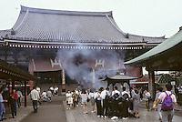 """Asie/Japon/Tokyo/Asakusa: Le temple """"Sensoji"""" dédié à l'incarnation féminine de Bouddha: la déesse Kannon"""