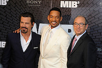 News Pictures--- PARIS, FRANCE - MAY 11: US actors Josh Brolin (left), Will Smith (center) and director Barry Sonnenfeld attend the 'Men in Black 3' (MIB 3) european film premiere at 'Le Grand Rex', on May 11, 2012 in Paris, France. Local Caption Josh Brolin, Will Smith, Barry Sonnenfeld  .. Credit: Edouard Bernaux/News Pictures/MediaPunch Inc. ***FOR USA ONLY***