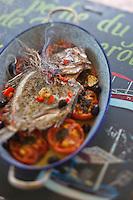 Europe/Provence-Alpes-Côte d'Azur/83/Var/Iles d'Hyères/Ile de Porquerolles: Saint-Pierre à la braise de Thym et tomates provençales recette de Gérard Genta, Restaurateur Pêcheur: Restaurant du Pêcheur-Hôtel Le Porquerollais