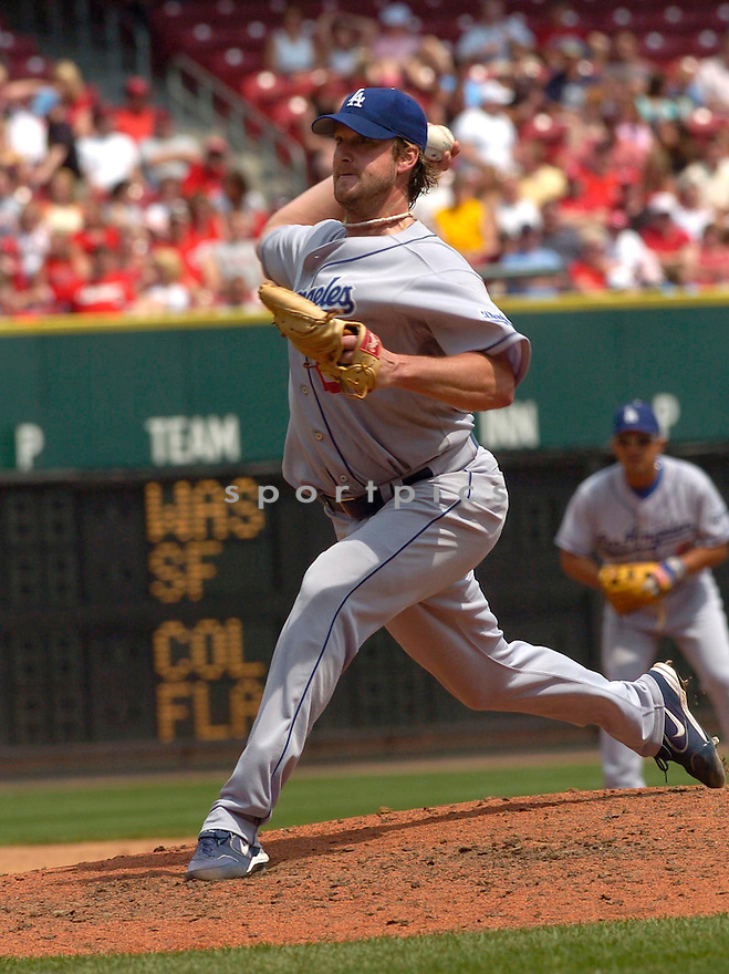 Derek Lowe in action during the Los Angeles Dodgers v. Cincinnati Reds game on May 7, 2005.....Dodgers lost 3-11.....David Durochik / SportPics..