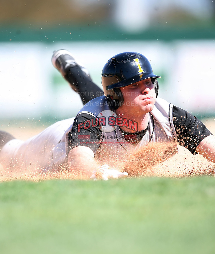 February 21, 2009:  Third baseman Kevin Hoef (9) of the University of Iowa during the Big East-Big Ten Challenge at Jack Russell Stadium in Clearwater, FL.  Photo by:  Mike Janes/Four Seam Images