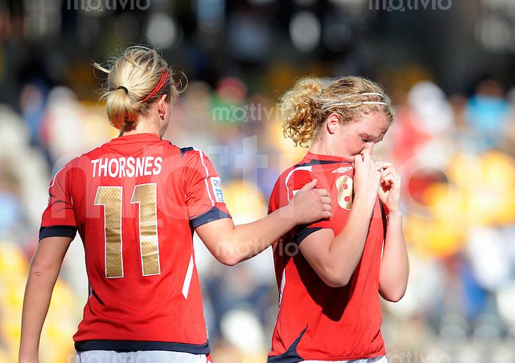 Fussball Frauen FIFA U 20  Weltmeisterschaft 2008    27.11.2008 Norwegen - Brasilien    Norway - Brazil Caroline WALDE (re, NOR) und Elise THORSNES (li)enttaeuscht.