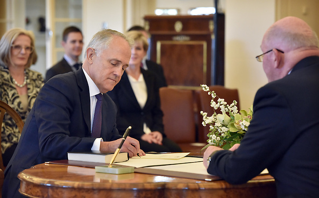 Australian Prime Minister Malcolm Turnbull (L) signs his name infront of Governor General Sir Peter Cosgrove (R) at Government House, Canberra on September 15, 2015. Photographer: Mark Graham/Bloomberg