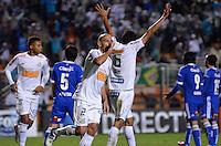 ATENÇÃO EDITOR: FOTO EMBARGADA PARA VEÍCULOS INTERNACIONAIS - SÃO PAULO, SP, 26 DE SETEMBRO DE 2012 - FINAL DA RECOPA SULAMERICANA - SANTOS x UNIVERSIDAD DE CHILE: Jogador durante partida Santos x Universidad de Chile, válida final da Recopa Sulamericana no Estádio do Pacaembú em São Paulo. FOTO: LEVI BIANCO - BRAZIL PHOTO PRESS