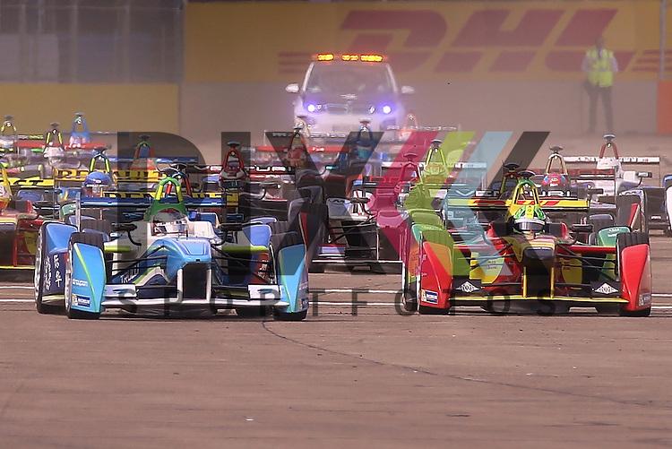 Berlin, 23.05.2015, Motorsport, FIA Formel E Championship, Formel E DHL Berlin ePrix, 8. Rennen : Rennen, Start<br /> <br /> Foto &copy; P-I-X.org *** Foto ist honorarpflichtig! *** Auf Anfrage in hoeherer Qualitaet/Aufloesung. Belegexemplar erbeten. Veroeffentlichung ausschliesslich fuer journalistisch-publizistische Zwecke. For editorial use only.