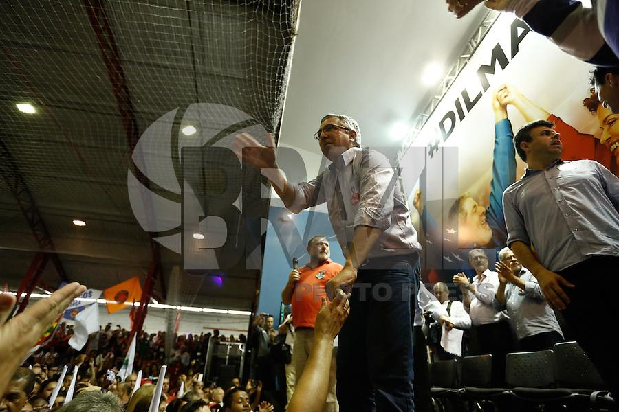 SAO PAULO, SP, 09.10.2014 - ELEICAO 2014 - MOBILIZACAO PT-SP DILMA ROUSSEFF O ex ministro da Saude Alexandre Padilha participa na noite dsta quinta-feira (9) da grande plenária de mobilização do PT-SP para o segundo turno da campanha de reeleição da presidenta Dilma Rousseff, no Sindicato dos bancários no centro da capital paulista (Foto: Adriana Spaca / Brazil Photo Press)