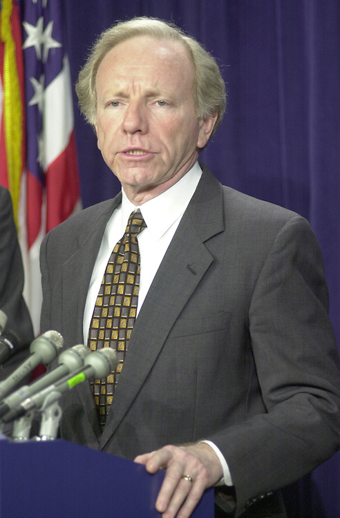 RC20000224-310-RR: February 24, 2000: Sen. Joe Lieberman  speaks to the press on Iran Non-Prolif. vote, from the senate studio on Thursday 2/24/00..      Rebecca Roth/Roll Call.