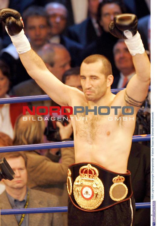 WBA Light Heavyweight Championship<br /> <br /> <br /> <br /> Fabrice Tiozzo vs. Dariusz Michalczewski<br /> <br /> technischer  Ko fuer den Tiger in der sechsten Runde - Sieger Fabrice Tiozzo<br /> <br /> <br /> <br /> <br /> <br /> Foto &copy; nordphoto <br /> <br /> <br /> <br /> <br /> <br /> <br /> <br />  *** Local Caption *** Foto ist honorarpflichtig! zzgl. gesetzl. MwSt.<br /> <br />  Belegexemplar erforderlich<br /> <br /> Adresse: nordphoto<br /> <br /> Georg-Reinke-Strasse 1<br /> <br /> 49377 Vechta