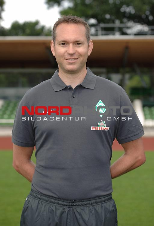 19.07.2013, Platz 11, Bremen, GER, RLN, Mannschaftsfoto Werder Bremen II, im Bild Lars Figura (Koordinationstrainer Werder Bremen II)<br /> <br /> Foto &copy; nph / Frisch