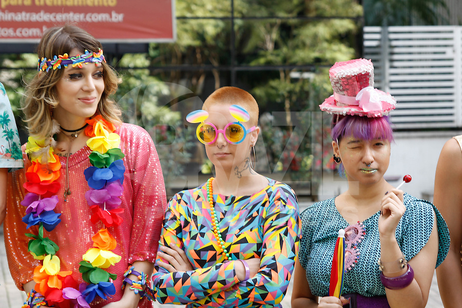 SÃO PAULO, SP, 29.05.2016 - PARADA-LGBT - Participantes durante a 20ª Parada do Orgulho LGBT na avenida Paulista em São Paulo, neste domingo, 29. (Foto: Darcio Nunciatelli/Brazil Photo Press)