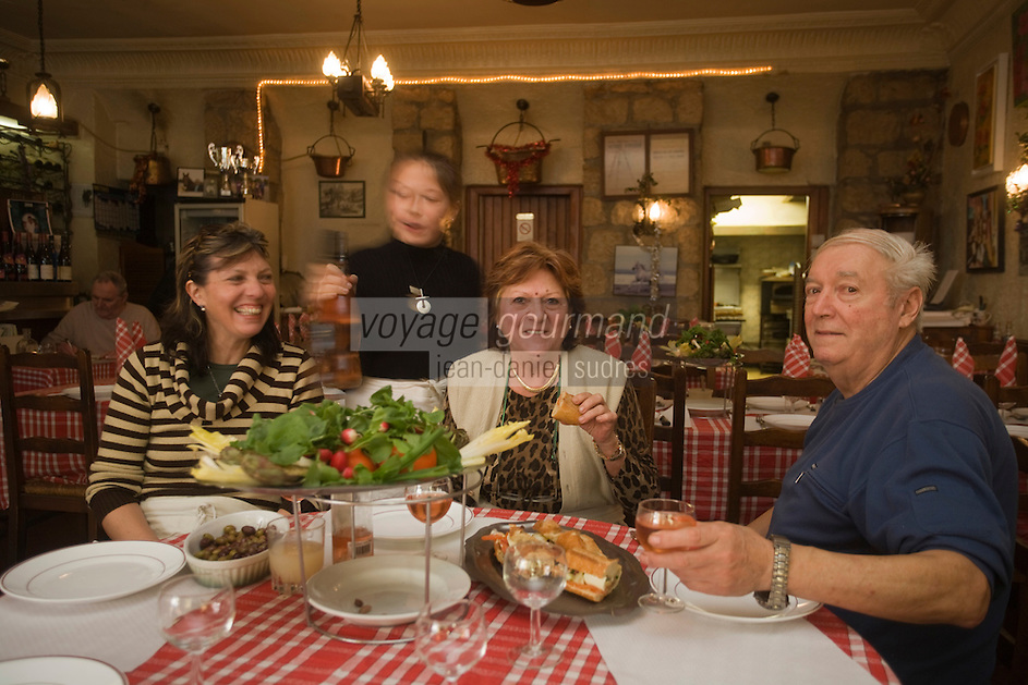 Europe/France/Provence-Alpes-Côte d'Azur/06/Alpes-Maritimes/Nice:  restaurant: Chez Poupon et Marinette Poupon et Marinette, leur fille et leur petite fille