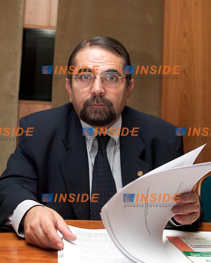 Roma 1 Luglio 2003 <br />Convegno su Poste Italiane spe: dal risanamento al rilancio&quot;. Il viceministro dell'Economia Maurizio Baldassarri.