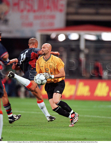 FABIEN BARTHEZ, Bayern Munich 3 v MANCHESTER UNITED 1, Opel Masters 2000, Olympiastadion, Munich 000805 Photo:Matthew Clarke/Action Plus...2000.Soccer.Vodafone.Goalkeepers.Premier League.football.association.english premiership club clubs.goalkeeper
